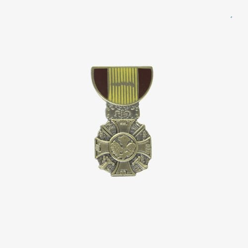 143-Vietnam-Cross-Gallantry-Pin